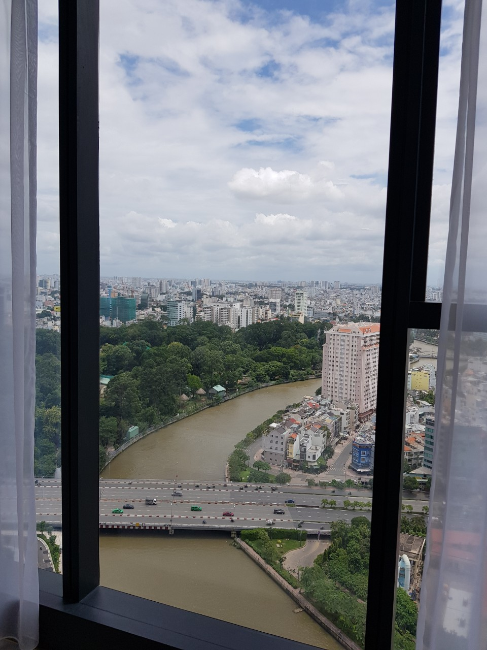 vinhomes golden river apartment for rent in district 1 hcmc D102272 (8)